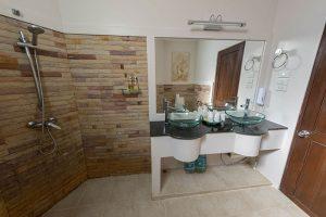 Sea View 3 Bedroom Suite - Bathroom